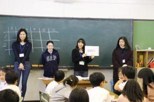 小学生の反応を見逃すな! —社会イノベーション学部内田ゼミが初等学校3年楓組と交流授業を行いました—